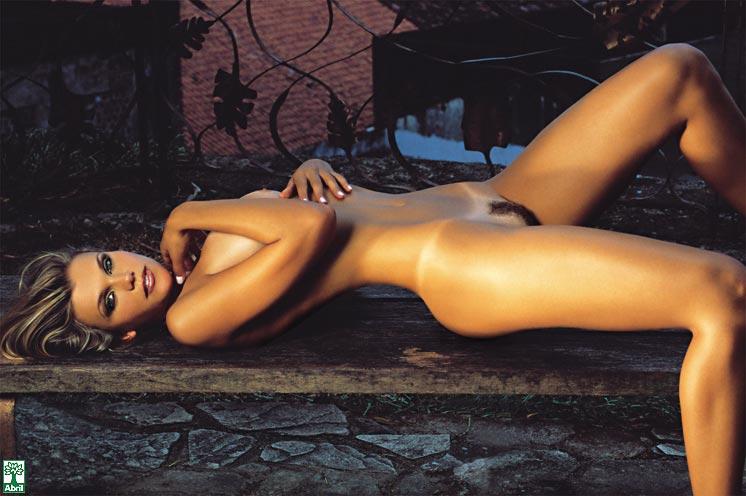 revista-playboy-Daniela Cecconello-Outubro-2004-editora-abril (1)