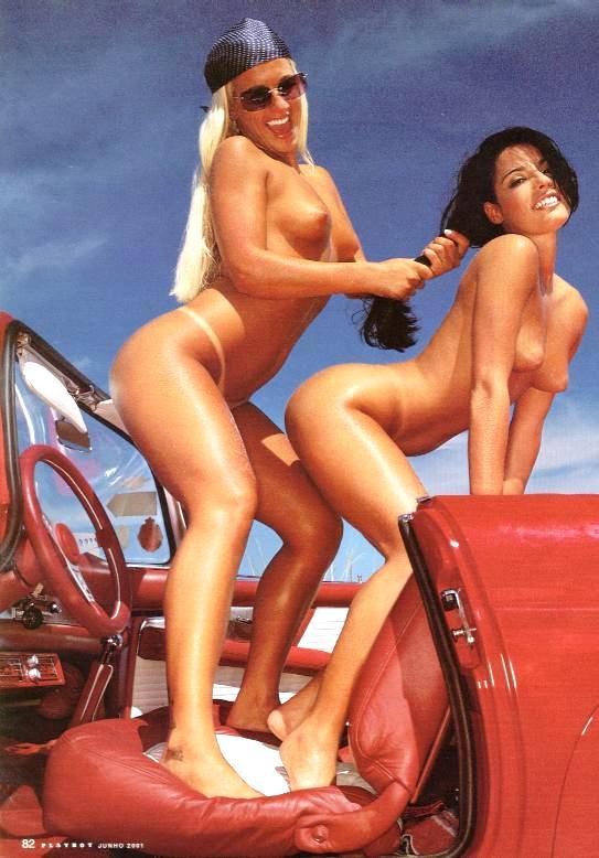As malandrinhas peladas Elaine e sra de quatro com suas belas bundas e com suas caras de ninfetas safadas